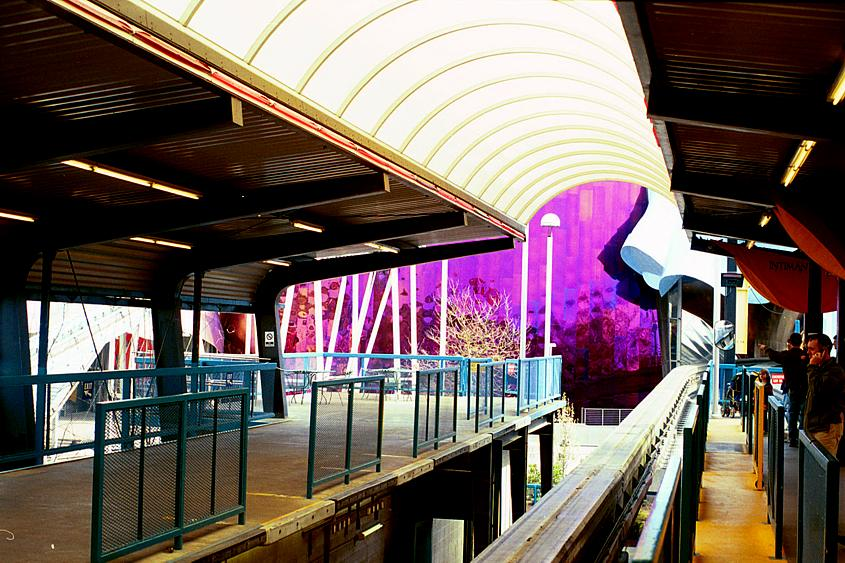 The monorail platformat the Spaceneedle in Seattle
